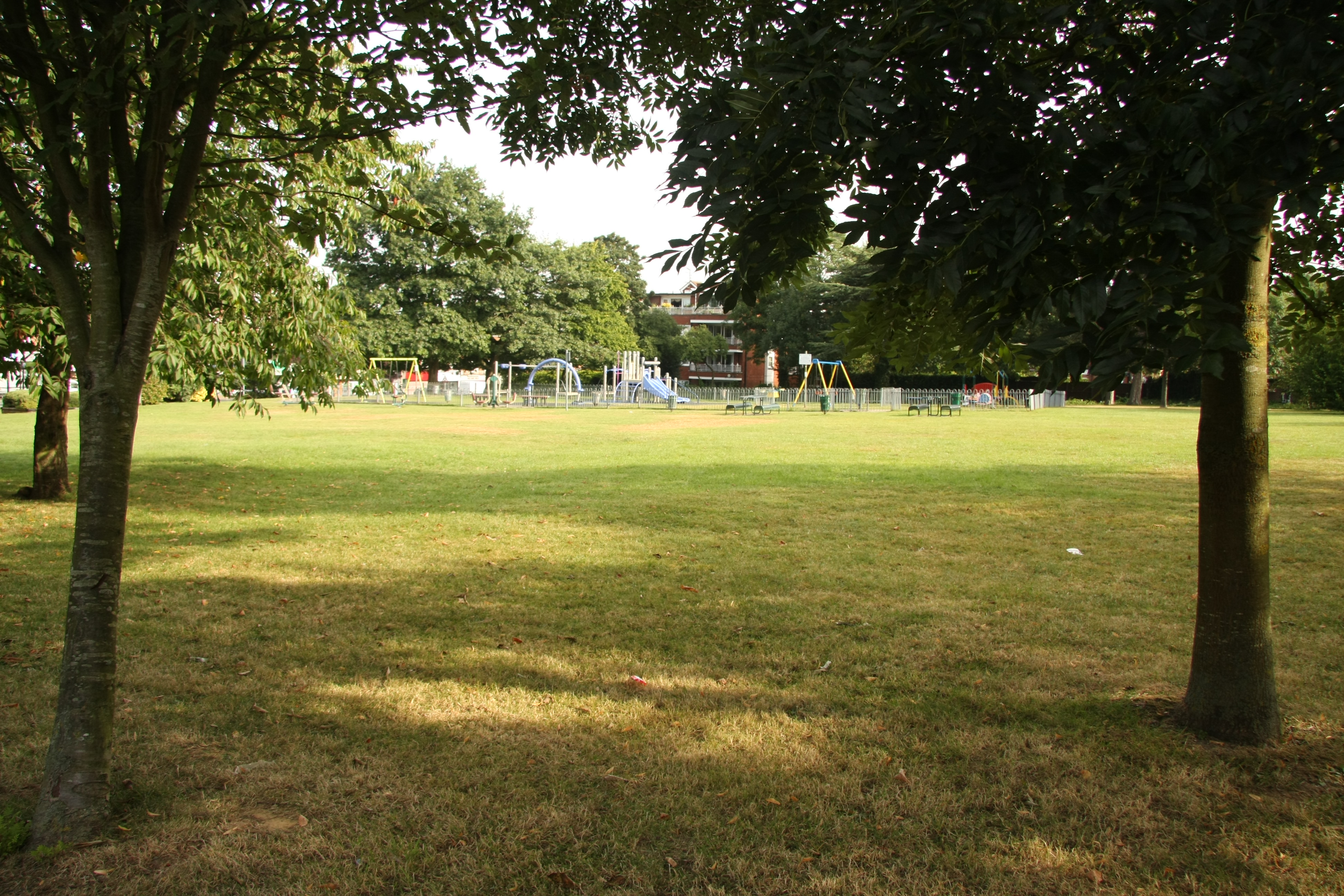 chigwell stattion green 06.jpg